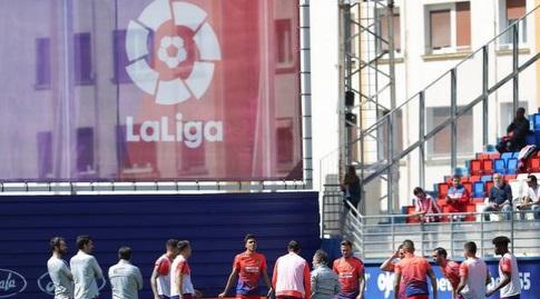 שחקני אתלטיקו בחימום (La Liga)