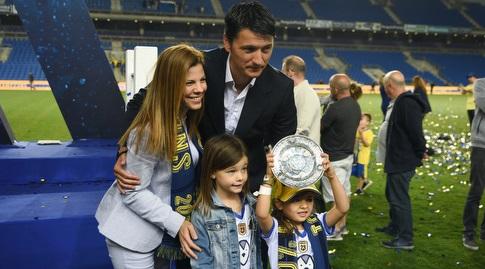 ולדימיר איביץ' עם משפחתו (חגי מיכאלי)