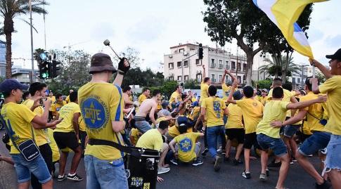 אוהדי מכבי תל אביב לפני המשחק (חגי מיכאלי)
