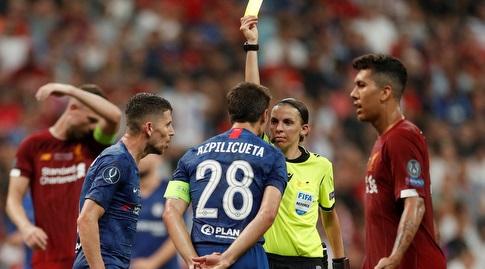 סזאר אספיליקווטה מקבל כרטיס צהוב (רויטרס)