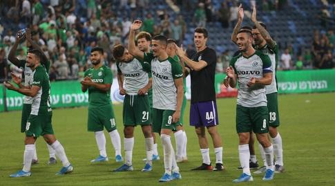 שחקני מכבי חיפה מודים לקהל בסיום (עמית מצפה)