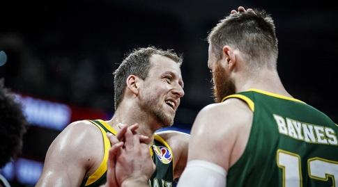 ג'ו אינגלס וארון ביינס (FIBA)