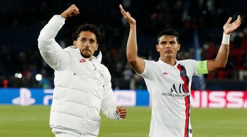טיאגו סילבה ומרקיניוס בסיום המשחק (רויטרס)