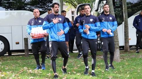 שחקני נבחרת ישראל מגיעים לפארק פרטר (ההתאחדות לכדורגל)