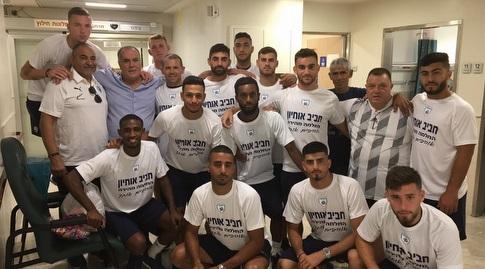 הנבחרת הצעירה עם מוטי אוחיון (באדיבות ההתאחדות לכדורגל)