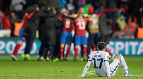 שחקני נבחרת צ'כיה חוגגים (רויטרס)