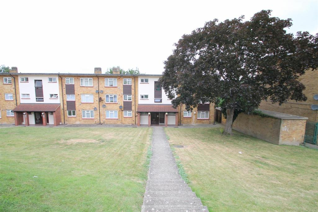 Rochester 2 Bed Flat Sunderland Close Me1 To Rent