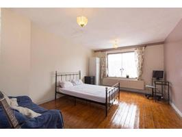 4 Bed Terraced House, Hooks Close, SE15