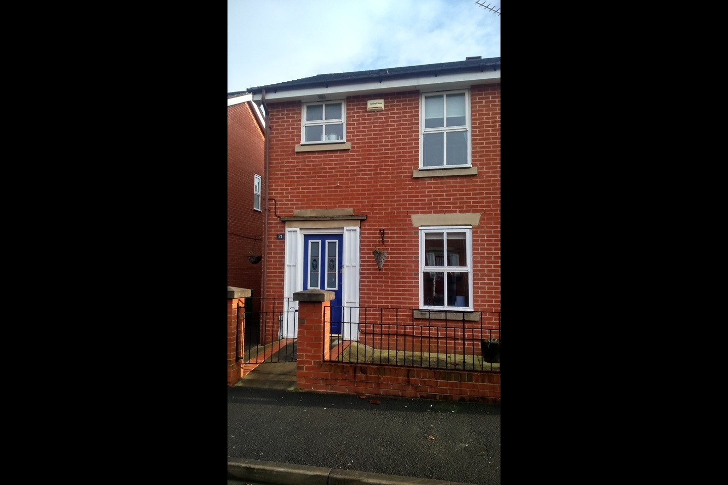 Bed Room House In Manchester For Rent