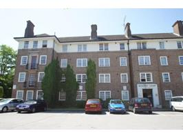 3 Bed Flat, Bishopric Court, RH12