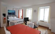 Schlaf- und Wohnbereich in der Ferienwohnung Alte Kaplanei