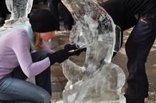 Eisskulpturen schnitzen