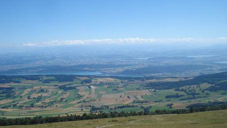 Aussicht vom Chasseral auf das Drei-Seen-Land