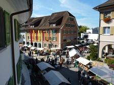 Buntes Markttreiben in Balsthal