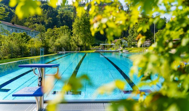 Steg – Schwimmbad