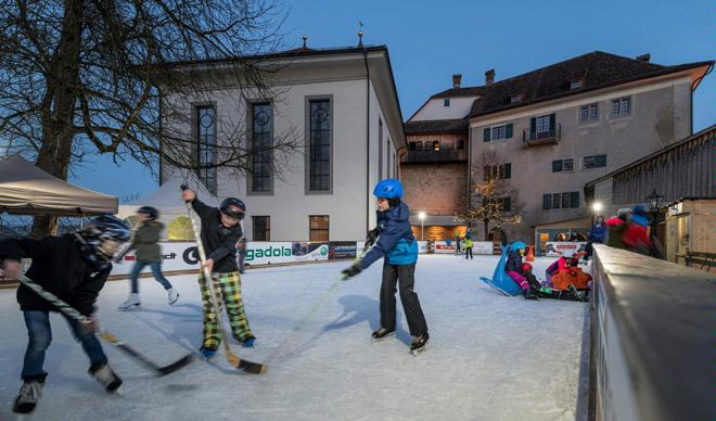 Grüningen's castle ice rink