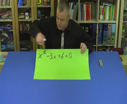 Quadratische Gleichungen durch Ausklammern lösen (3)