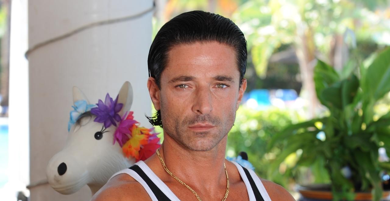 Mateo (Jake Canuso)