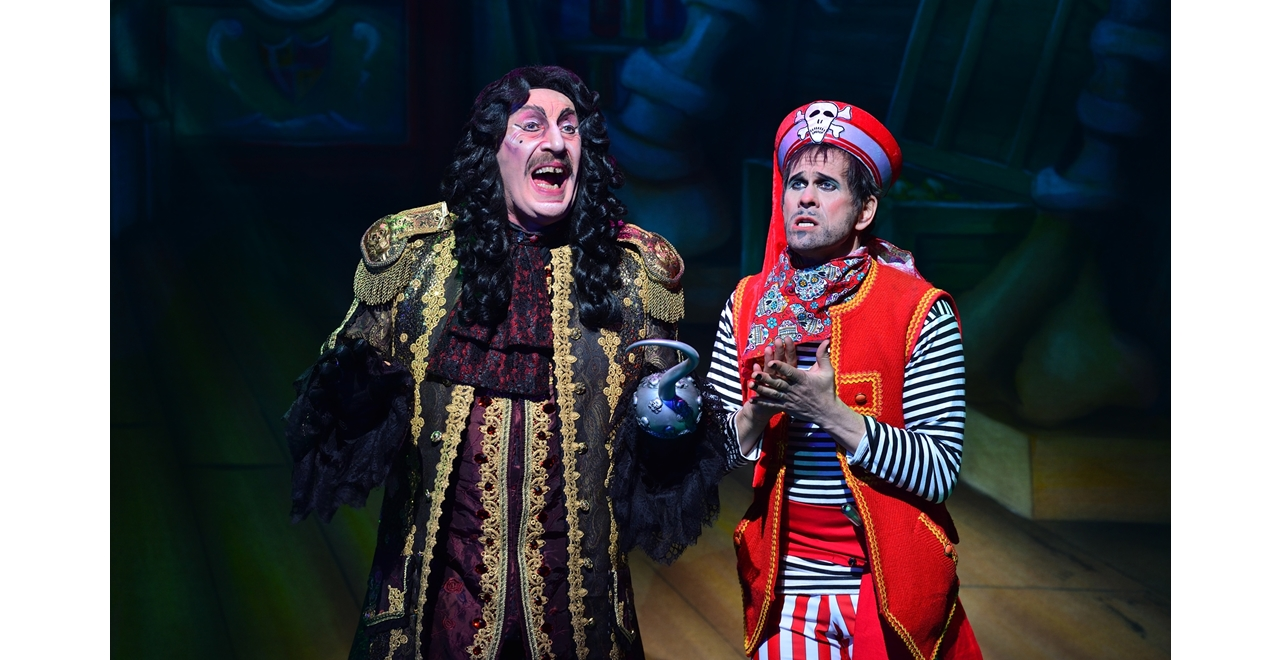 Steve Arnott (Captain Hook) and Pete Peverley (Starkey), Peter Pan