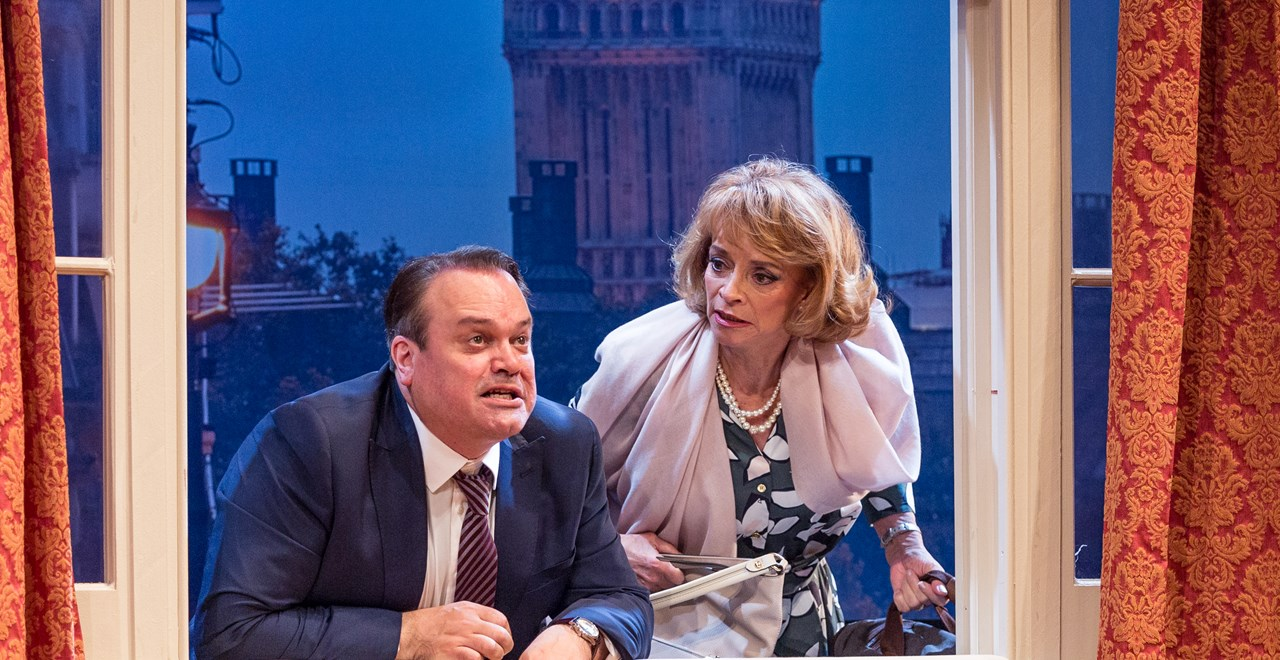 George Pidgen (Shaun Williamson) and Pamela Willey (Sue Holderness)