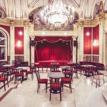 Justizpalast: Doderers Dämonen, Das Feuer (Folge 4), Rote Bar, Wien