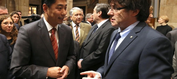 El president Puigdemont amb el cònsol general de la RP Xina, Heng Tang (Foto: Rubén Moreno)