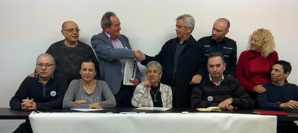 Reyes i Clavero es donen la mà en la junta d'ahir (fotografia: Súmate).