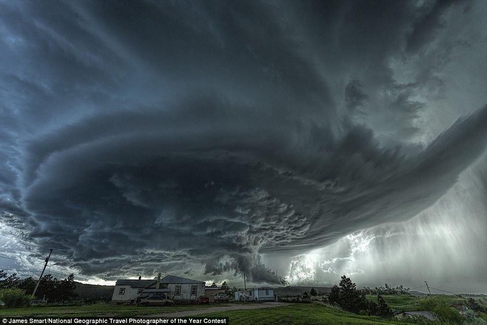 Una gran tempesta sobre el poble de Blackhawk, Estats Units (fotografia: James Smart)
