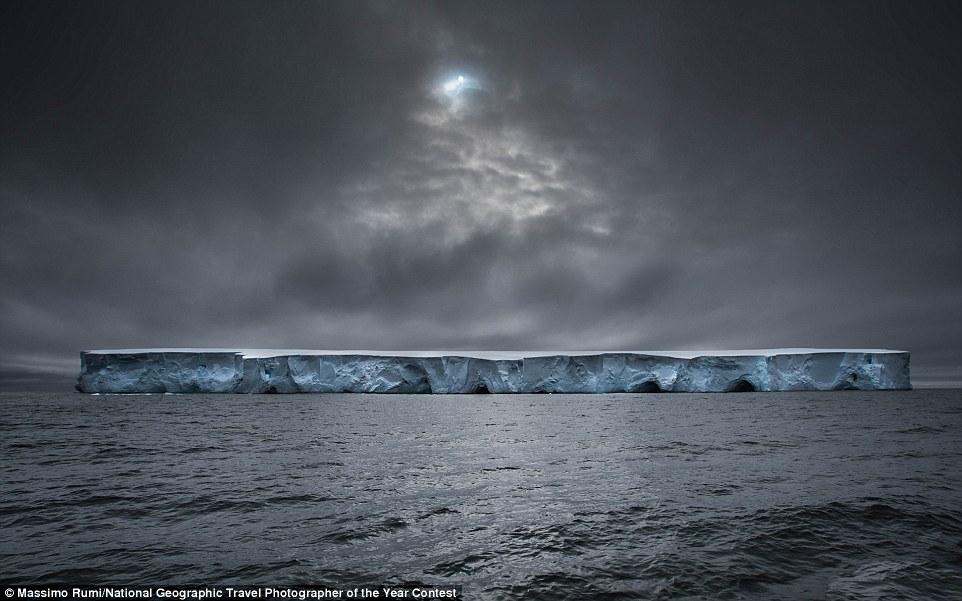 Un iceberg a l'Antàrtida (fotografia: Massimo Rumi)