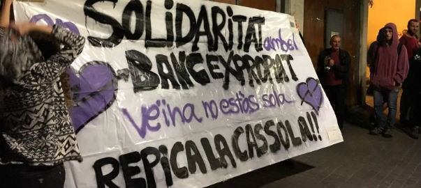 Pancarta davant del Banc Expropiat