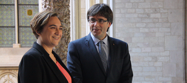 Ada Colau i Carles Puigdemont en una visita de la batllessa de Barcelona al Palau de la Generalitat.