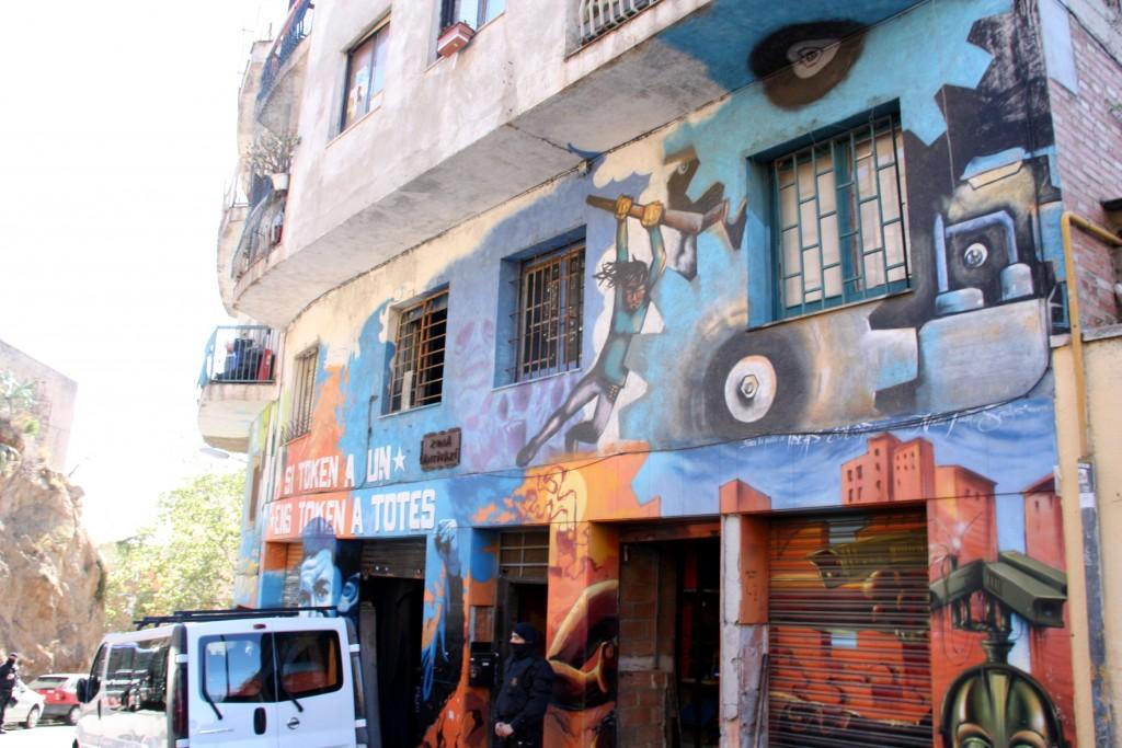 La façana de l'immoble conegut com a Blokes Fantasma