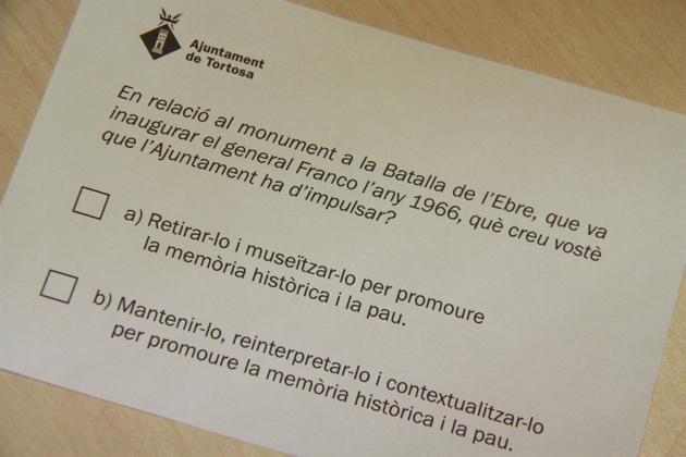 Papereta per a votar a la consulta del monument franquista del 28-M.