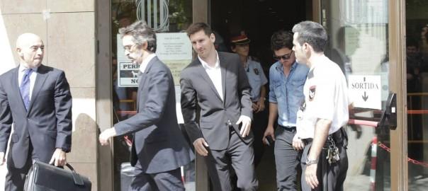 Messi sortint dels jutjats el dia que va anar a declarar a Gavà davant del jutge instructor