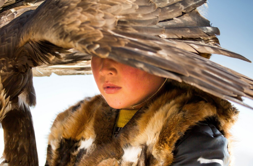 Un nen d'ètnia kazakh participant en un festival tradicional d'àguiles a Mongòlia (fotografia: Massimo Rumi)
