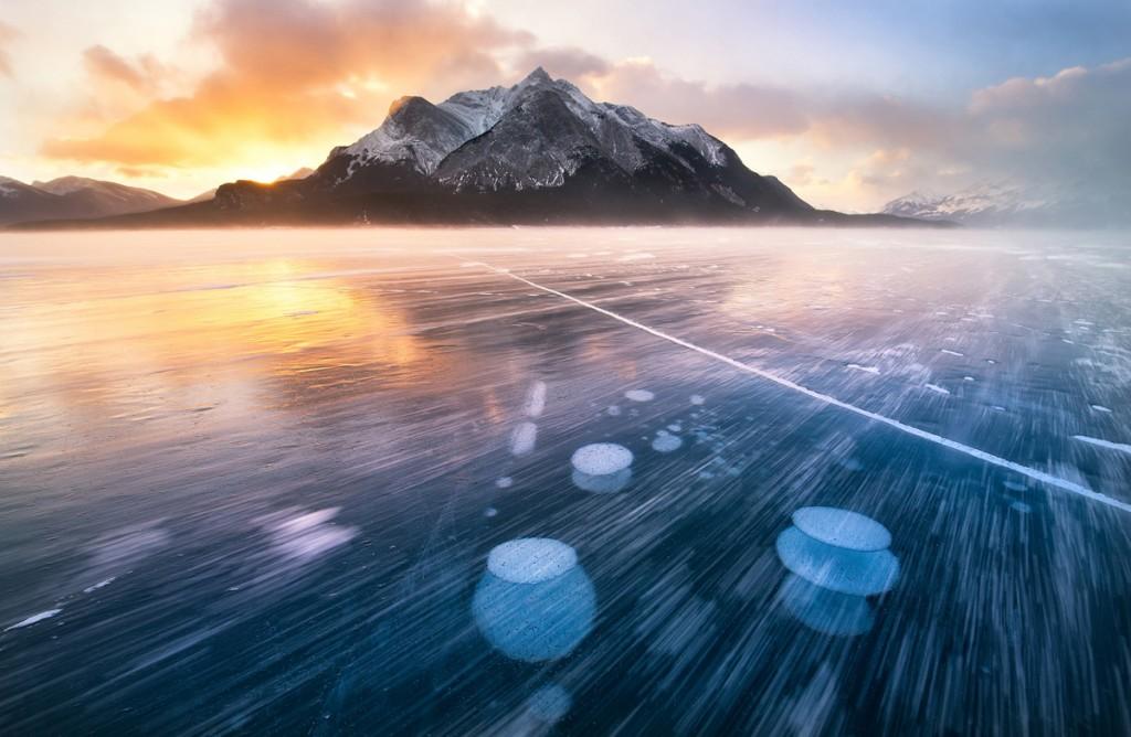Un llac congelat a les muntanyes Rocoses del Canadà (fotografia: Un llac co a les Muntanyes Rocalloses del Canadà (fotografia: Victor Liu))