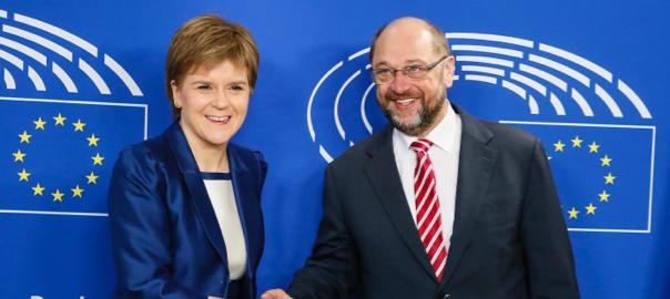 Nicola Sturgeon ha estat rebuda al parlament europeu pel president de la institució, Martin Schulz.