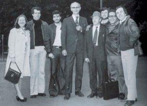 Dublin, 1971. Al centre el president del Sinn Fein Amb barret, Ignasi Fortuny Ribas. (Fotografia Arxiu familia Fortuny)