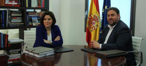 Oriol Junqueras i Soraya Sáenz de Santamaría en una reunió el mes d'abril.