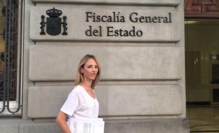Cayetana Álvarez de Toledo, portaveu de la plataforma, presenta la denúncia a la Fiscalia