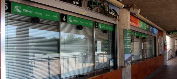 La taquilla de l'estació del cremallera d'FGC a Monistrol de Montserrat, tancada