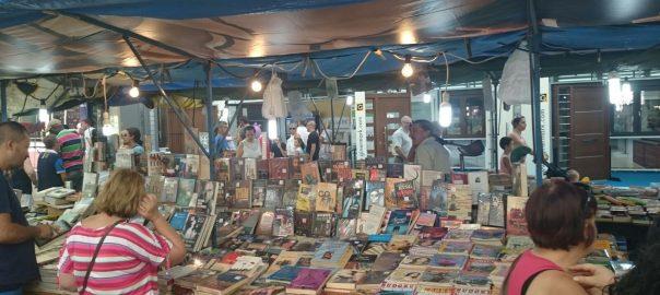 Una parada de llibres a la Fira de Xàtiva (fotografia: Àngel Cano).