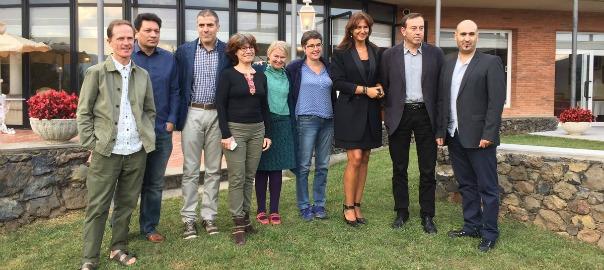 Els primers residents de Faber, juntament amb Francesc Serés i Laura Borràs (segona per la dreta), directora de la Institució de les Lletres Catalanes.