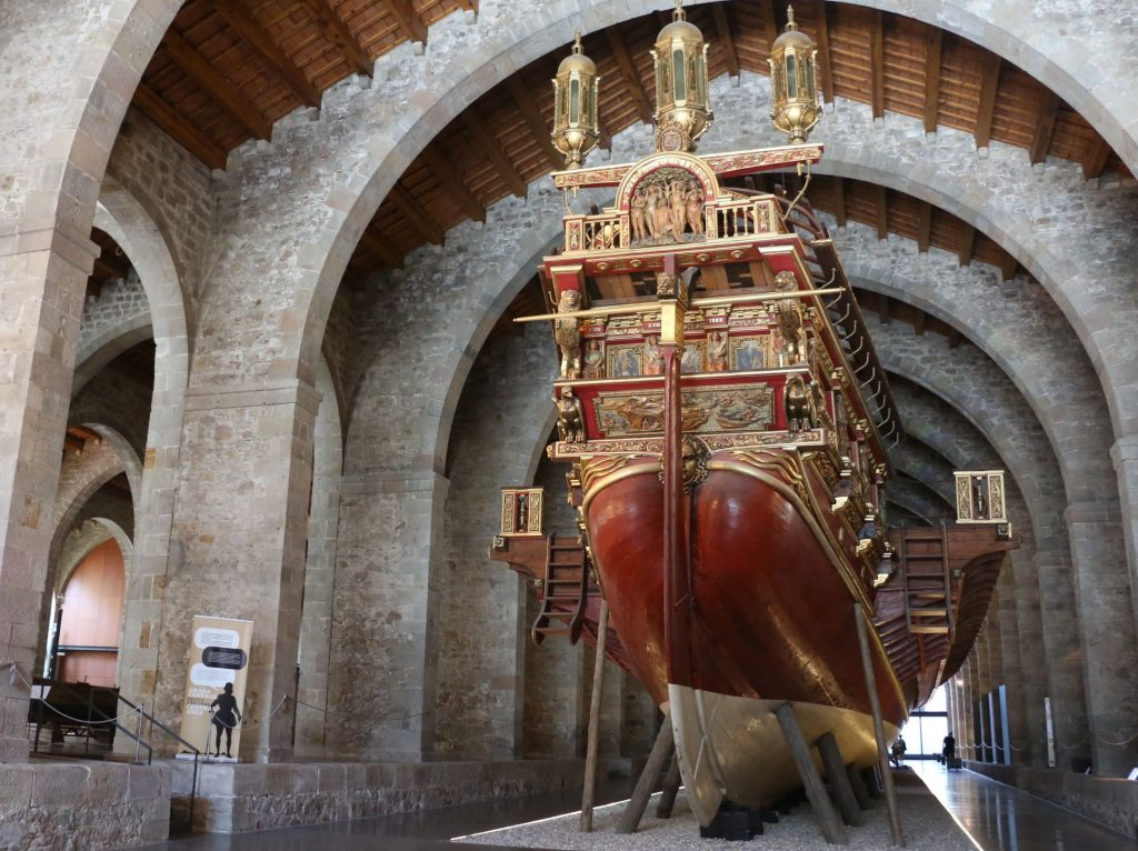 Rèplica d'una galera de 1571, a les drassanes del Museu Marítim, que va participar a la batalla de Lepant