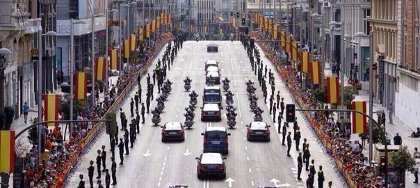 Desfilada del dia de la coronació de Felipe VI a Madrid.