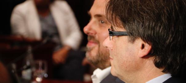 Perfil del president Carles Puigdemon, i del vice-president Oriol Junqueras, al parlament (fotografia: ACN).