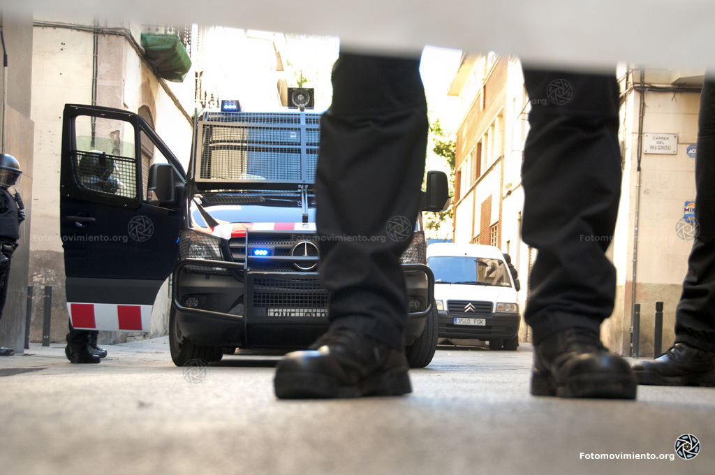 28 d'octubre de 2015, al barri de Sants, durant l'escorcoll del domicili d'un dels detinguts a l'Operació Pandora II. Autor: Pedro Mata. Font: Fotomovimiento.
