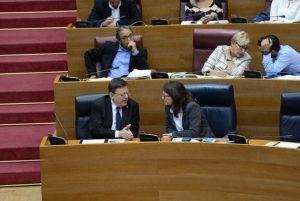 """29/10/2015. Sessió a les Corts Valencianes on s'aprova la Proposició de Llei per a la recuperació del servei públic de ràdio i televisió valencianes, presentada pels grups parlamentaris de Podem, Compromís i PSPV-PSOE. A la grada d'invitats, els representants dels treballadors de RTVV i representants de la ILP """"Per una ràdio i TV pública i en valencià"""". Foto:© PRATS i CAMPS (contacte: J.Prats, tel.657697726, email: pratsicamps@gmail.com )"""