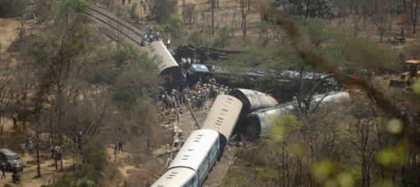 1479612780_train-derailed