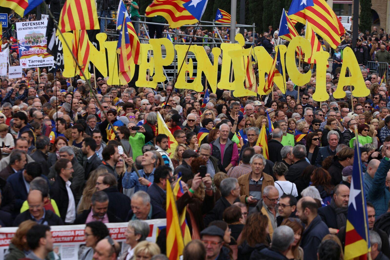 Manifestants en plena concentració (Foto. Albert Salamé)